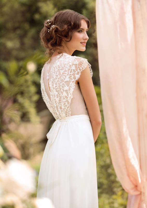 a83e537a6d Kolekcja sukien ślubnych Domu Mody Papilio charakteryzuje się zwiewną  lekkością oraz fantazyjnymi wykończeniami. Suknie dość klasyczne w formie  zaskakują ...